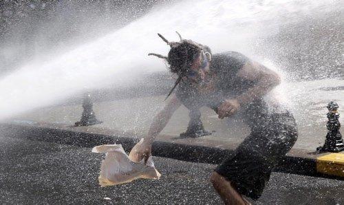 Taksim Gezi Parkı savaş alanına döndü