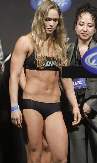 Ronda Rousey ezip geçiyor