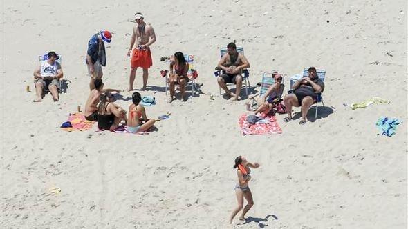 ABD'de vali, halka kapattığı plajda ailesiyle tatil yaptı