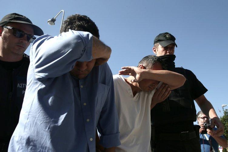 Yunanistan'a kaçan 8 darbeci kelepçelenerek adliyeye getirildi
