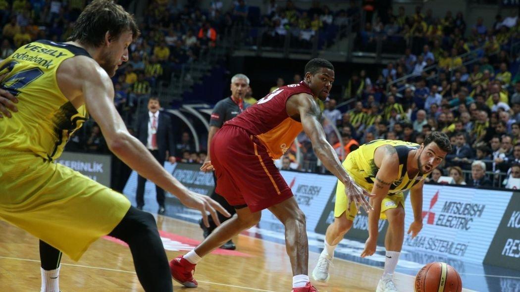 Fenerbahçe derbilerle ilgili o kritik kararı açıkladı!
