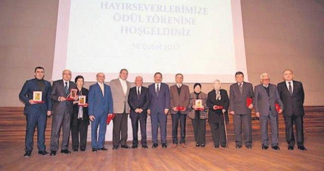 HAYIRSEVERLERE ALTIN MADALYA