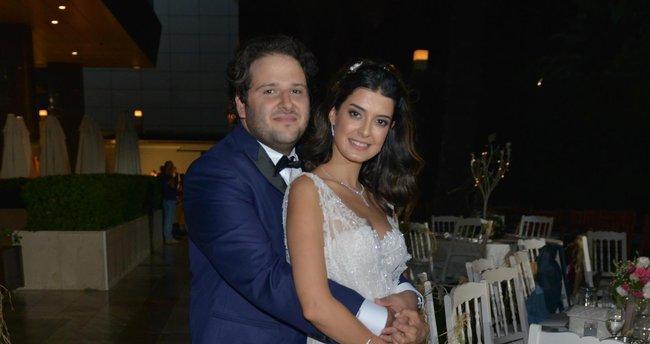 Oyuncular evlendi