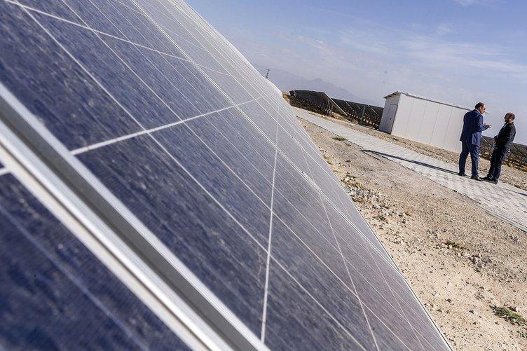 Türkiye'nin en büyük güneş tarlasına ilgi artıyor