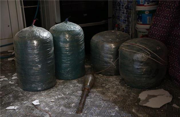 Cizre'de teröristlerin bomba imalathanesi bulundu