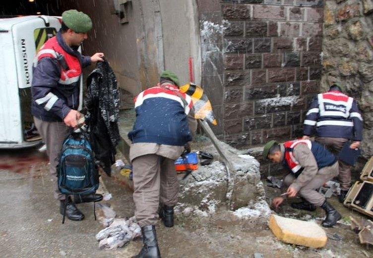 Karabük'te öğrenci servisi devrildi