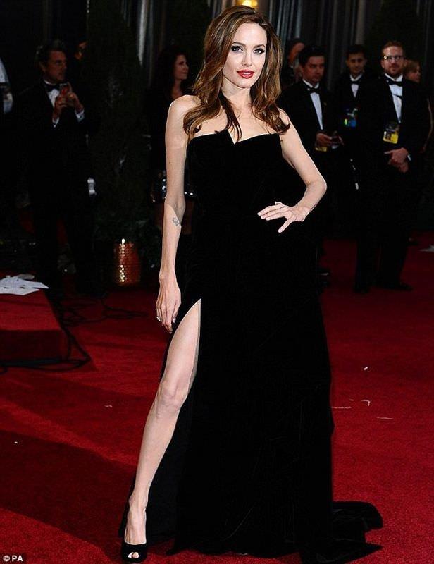 Angelina Jolie siyasete göz kırptı