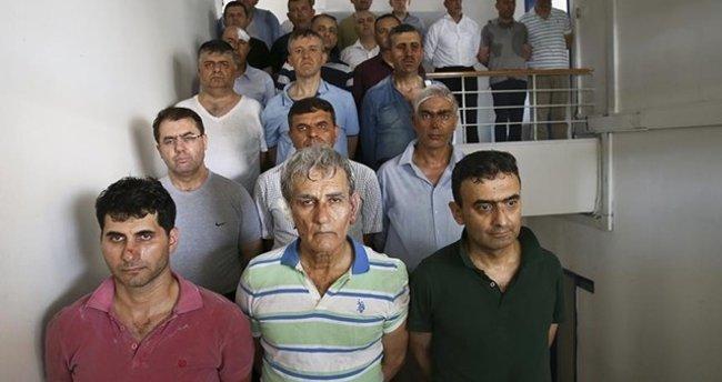 'Tıkıldıkları inlerinde cezalarını çekmeyi bekliyorlar'