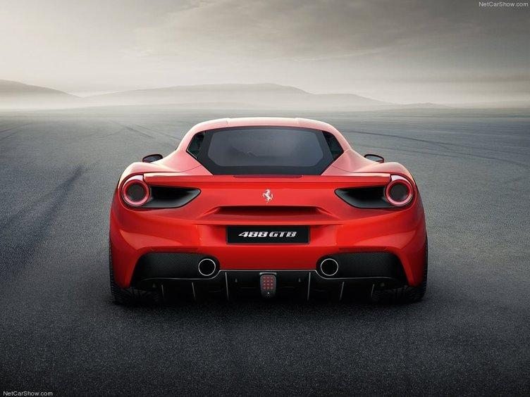 Ferrari'nin yeni modeli 488 GTB tanıtıldı
