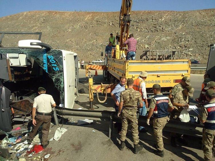 Gaziantep'te otobüs devrildi: Ölü ve yaralılar var