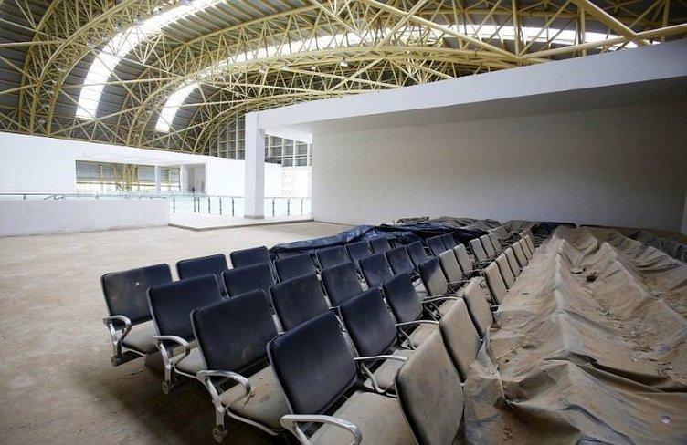 Hindistan'da 17 milyon dolarlık havaalanı kullanılmadan harabeye dönüştü
