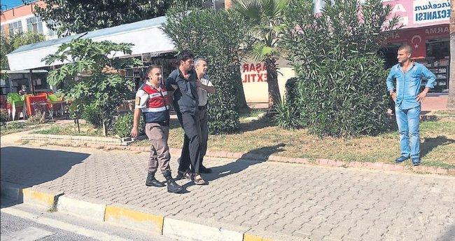 Turistten kart çaldı suçüstü yakalandı