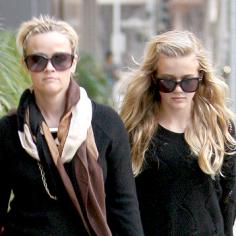 Kızıyla ikiz kardeş gibiler!