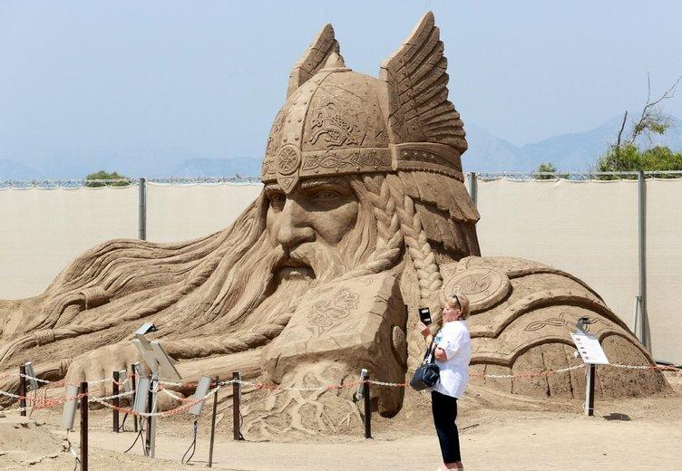 Dünyanın 14 harikası ve mitolojik kahramanlar kumda hayat buldu