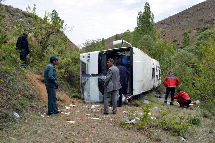 Liselileri taşıyan tur otobüsü devrildi: 1 ölü 26 yaralı