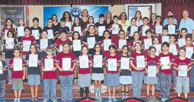 Adana Kolejliler sertifikalarını aldı