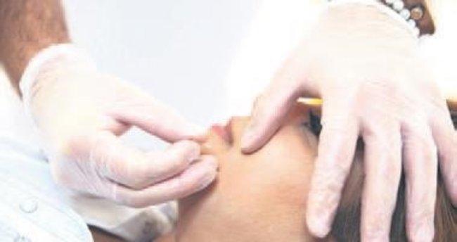 Yaşlanma belirtilerine kozmetikli akupunktur