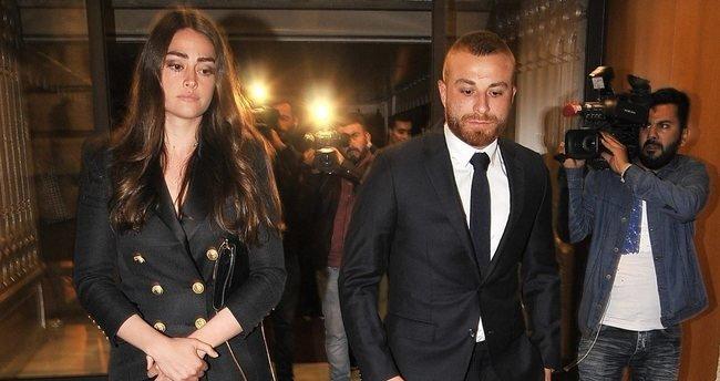 Ünlü futbolcuyu nişanlısını yalnız bırakmadı