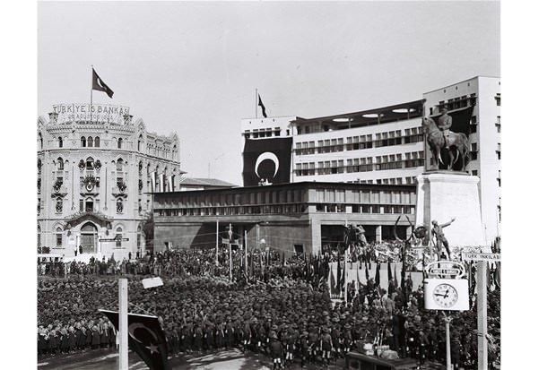 Cumhuriyetin 10. yılı kutlamaları ilk kez yayınlandı