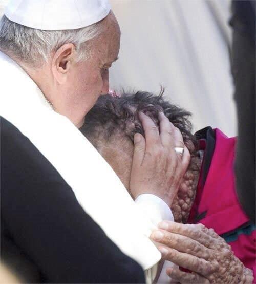 Önce dua etti sonra öptü