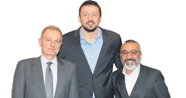 Başkan Türkoğlu'na YDÜ'lülerden ziyaret
