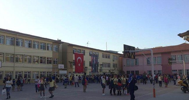 Depremde hasar gören okul tahliye edildi