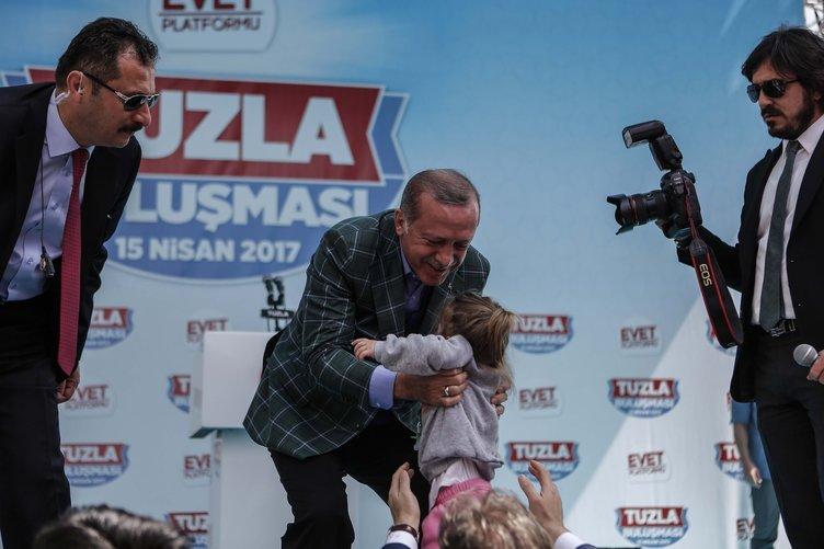 Cumhurbaşkanı Erdoğan küçük kızı öyle görünce dayanamadı