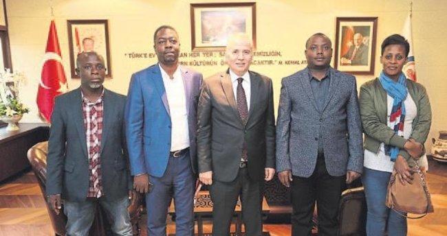 Ugandalı bakandan Başkan Zolan'a övgü