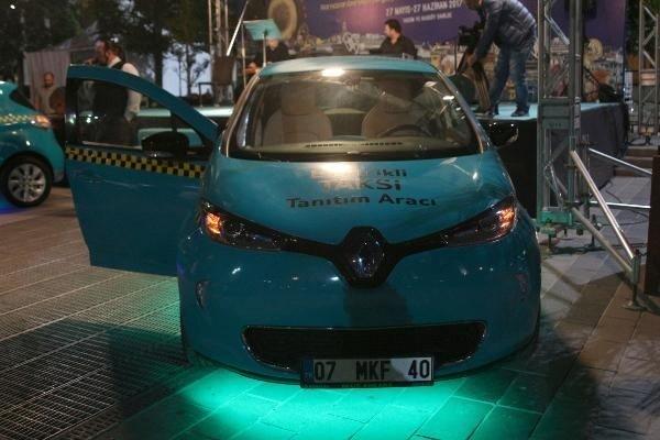 Elektrikli taksiler Taksim Meydanı'nda görücüye çıktı!