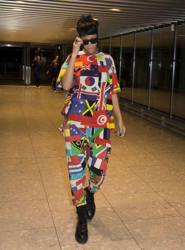 Rihanna Türk bayrağını göğsünde taşıdı