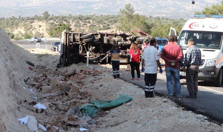 Çömlek yüklü kamyon devrildi: 2 ölü
