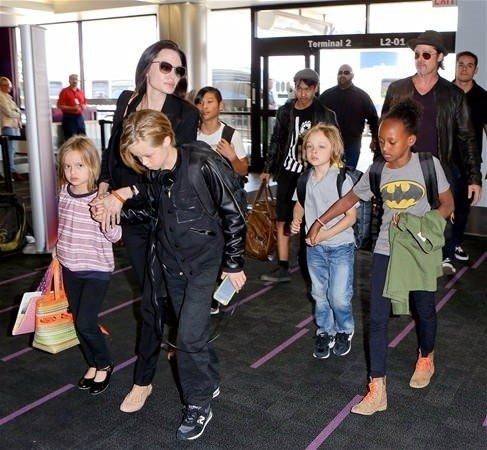 Angelina Jolie Shoun ailesine yardım elini uzattı