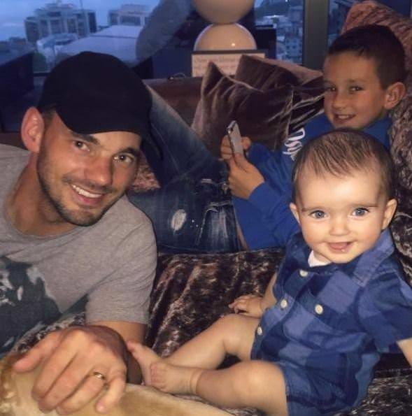Minik Sneijder anne ve babasını geçti