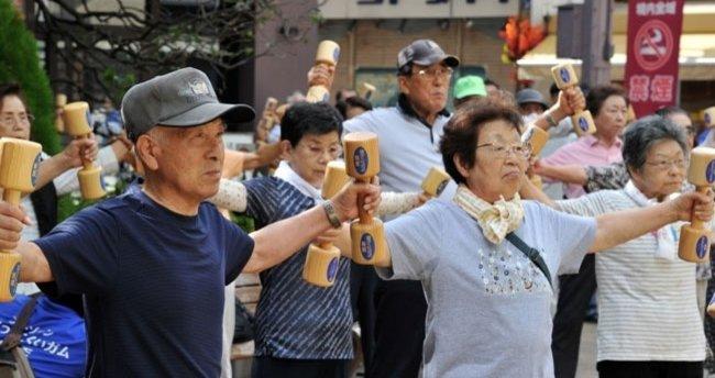30 yıl içinde Japon nüfusun yüzde 40'ı yaşlı olacak
