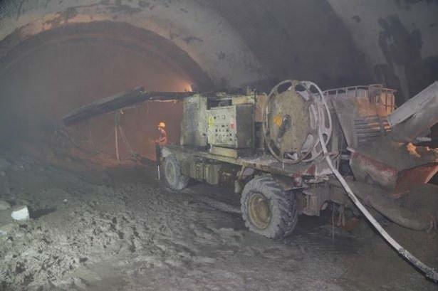 Türkiye'nin en uzun tünelinin yüzde 80'i tamam