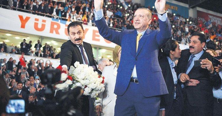 Sosyal medyanında lideri Erdoğan ve AK Parti