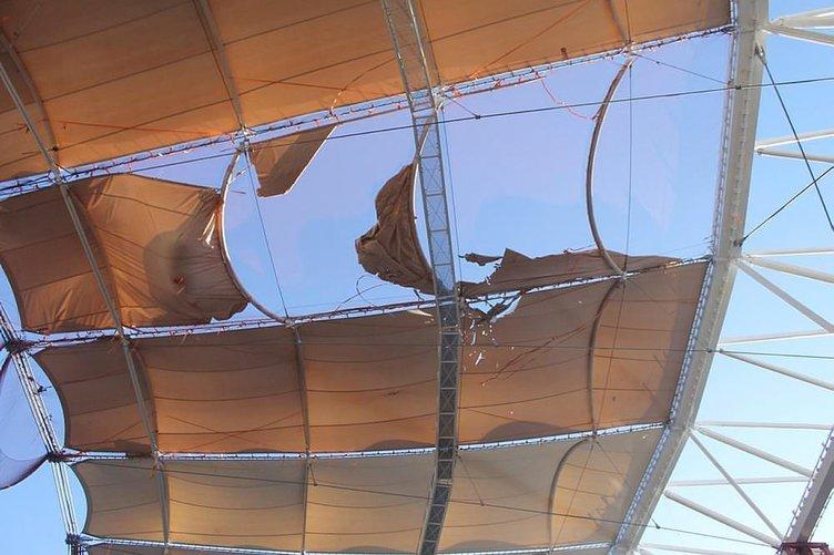 Timsah Arena'da lodosun hasarı ağır oldu