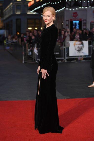Nicole Kidman 'Lion' filminin galasında güzelliğiyle büyüledi