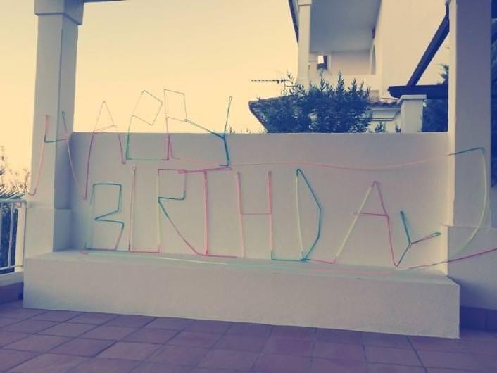 Kızının doğum günü için dünyanın en uzun pipetini yaptı