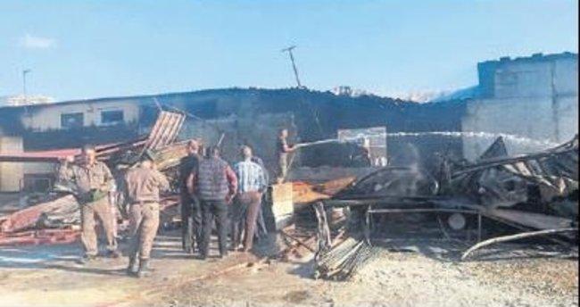 Alanya'da çifte yangın korkuttu