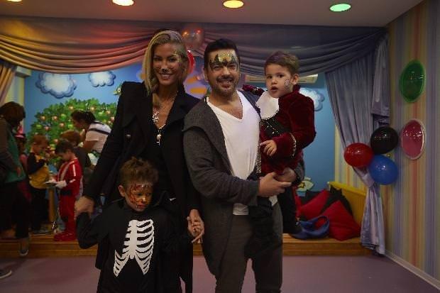 Çağla Şikel'in oğluna kostüm partisi