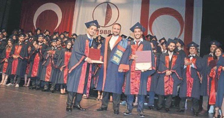 Genç hukukçular diplomalarını aldı