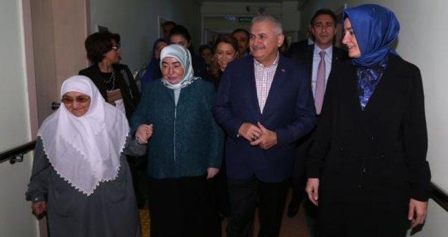 Başbakan Yıldırım'dan huzurevi ziyareti