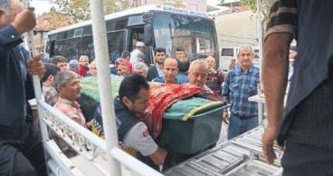 Tarlada çalışan kadın öldürüldü