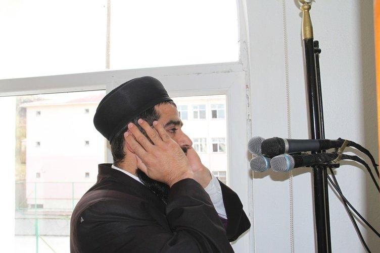 Kendi yaptırdığı camiye imamlık yapıyor
