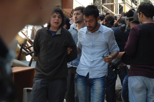 Taksim'de silahlı göstericinin yakalanma anı