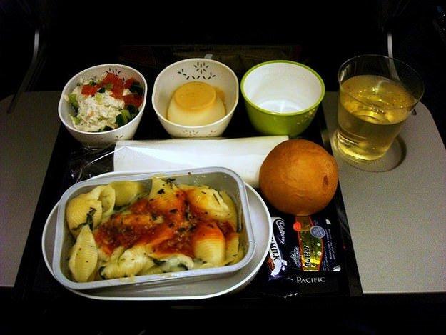 Uçakta yemeklerin tadı neden garip ?