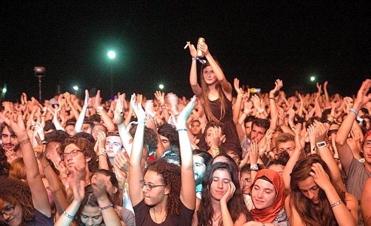 Binlerce rock'çı Zeytinli'de