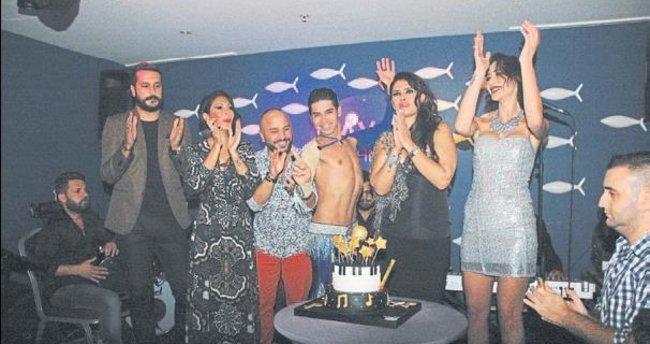 Turalı'ya dostları sürpriz parti yaptı