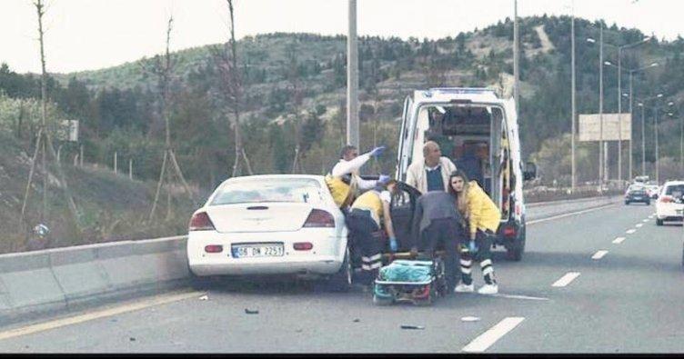 Bozulan araçtan kurtuldu beton refüje çarptı: 4 yaralı